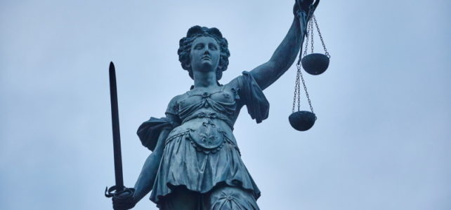 Grundrecht auf Pressefreiheit wichtiger als Geheimhaltungsklauseln